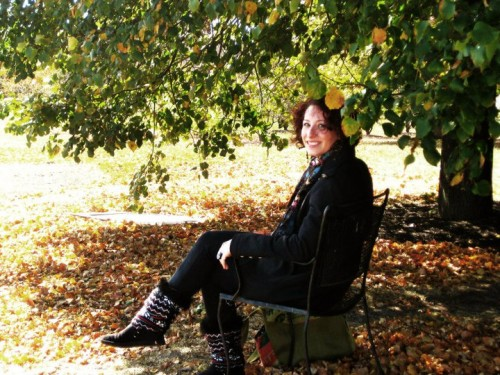 Isabelle Rizo sitting on a chair under a tree